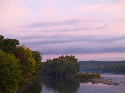 trees and mountains surrounding the Delaware River in Washington Crossing