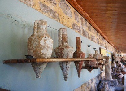 archaeology vases on a wall in a Philadelphia Pennsylvania museum
