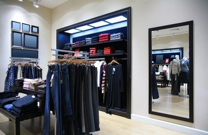 mall store