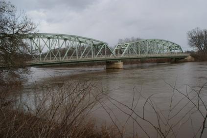 Pennsylvania Susquehanna River flowing underneath a bridge